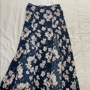 Flora Maxi skirt, with slit detail